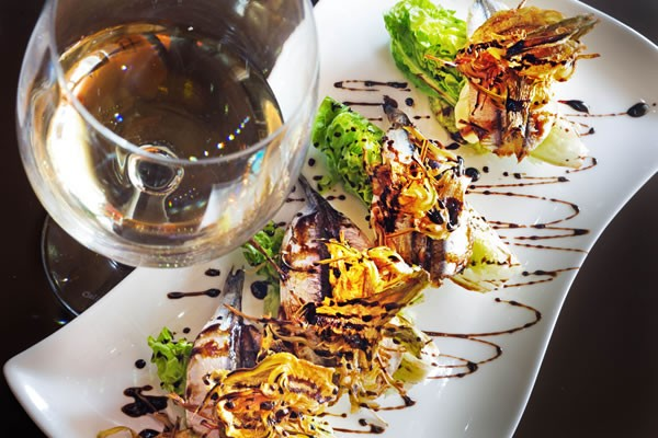 https://www.avenhotel.com/resources/img/imgTxt/hotel-avenida-restaurant-S_1_10.jpg